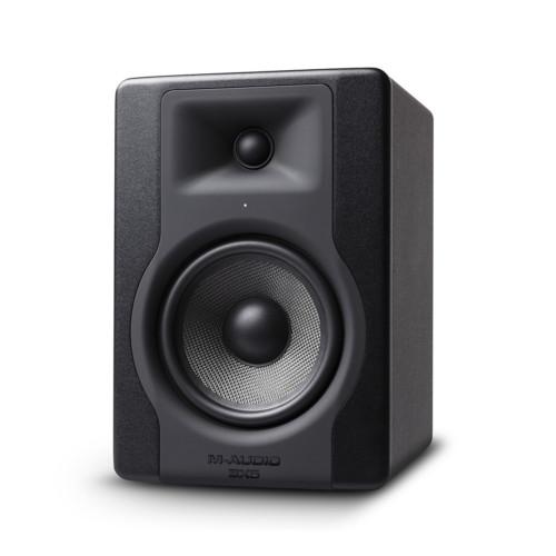 Зображення активного студійного монітора M-Audio BX5 D3 – Front Right Side View | Leader Promusic